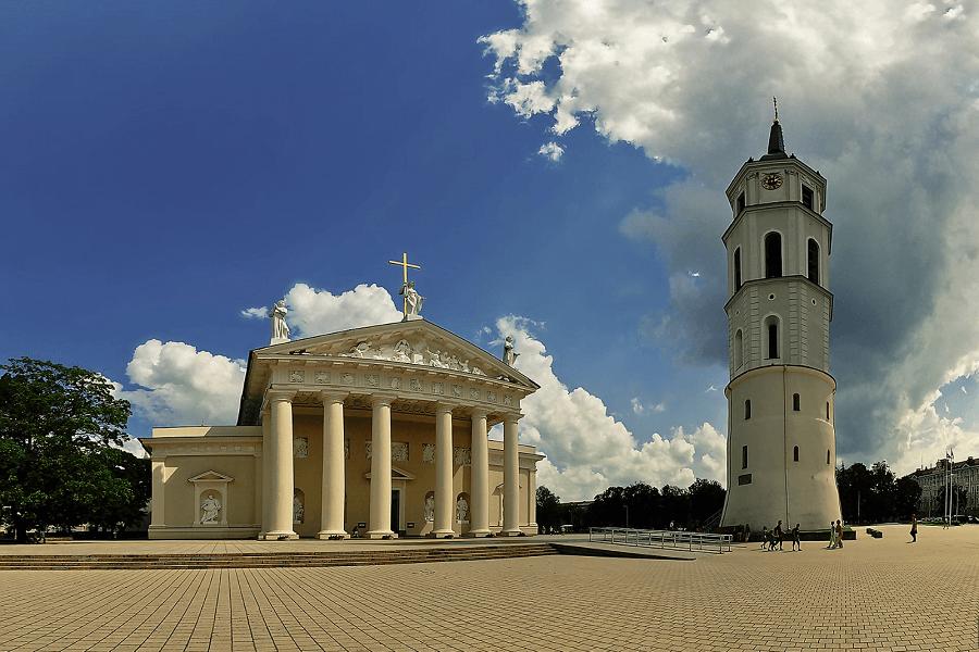 Vilniaus Arkikatedra ir varpinė